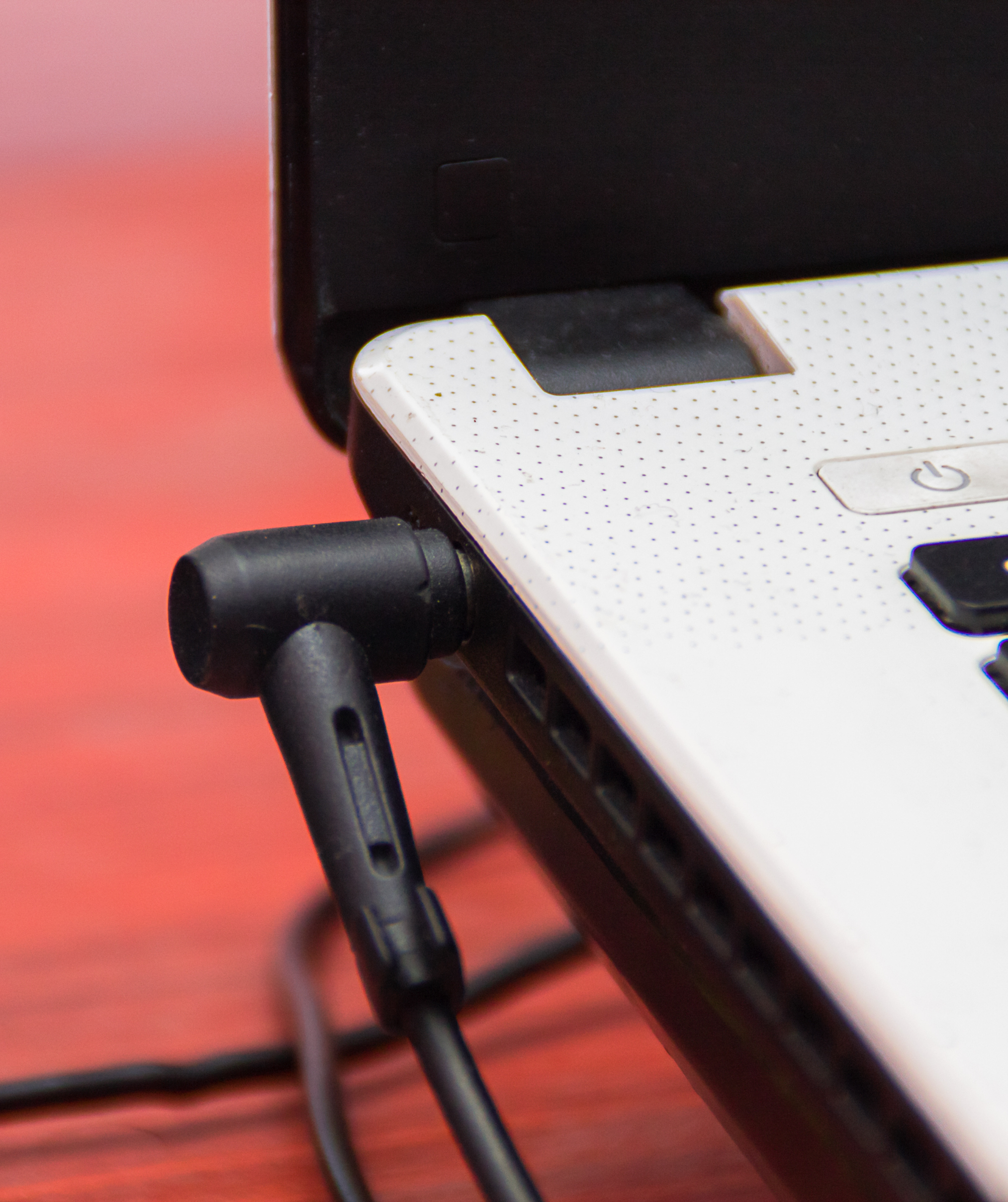 Hogyan használd helyesen a laptop töltőt?